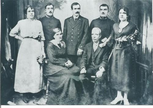 MADUFA-Família Fagundes no Faial 1920.jpg