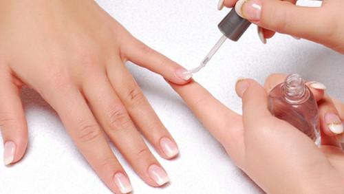 header_image_Benefits-of-nail-polish-base-coat-fus