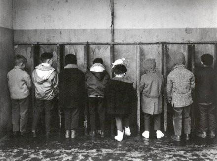 crianças a urinar.jpg