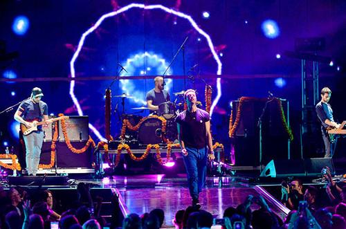 Coldplay-live-2015-billboard-650.jpg