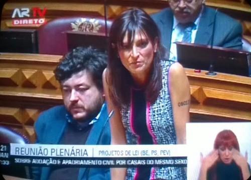 Isabel Moreira adopção gay parlamento.jpg