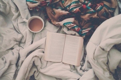bed-books-coffee-comfortable-Favim.com-2521745.png