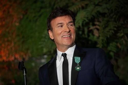 Tony Carreira com a medalha da condecoração ao peito