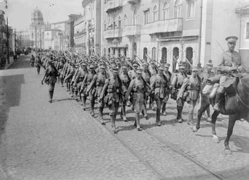 R. de Belém 1916 Preparativos para o embarque das