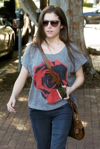 anna-kendrick-street-style-at-alfred-coffee-kitche