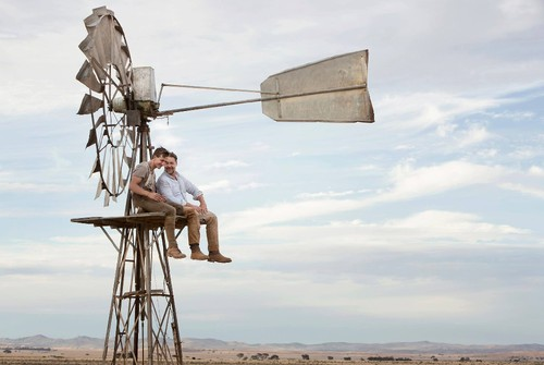 Ryan-Corr-and-Russell-Crowe-in-The-Water-Diviner.j