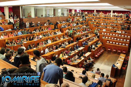 Conferência de Yanis Varoufakis sobre «Democratizar a zona Euro» na Universidade de Coimbra no dia 17 de outubro de 2015 - Público com 1000 pessoas a assistir [en] Yanis Varoufakis Conference about