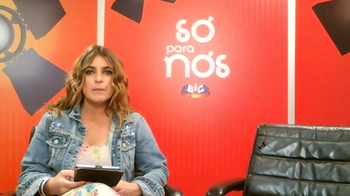 Sofia Fernandes conduz entrevista
