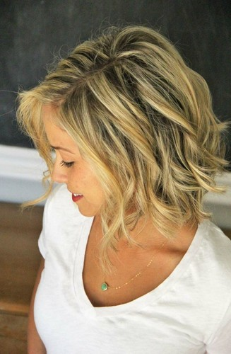 Cute-Simple-Shoulder-Length-Hair-with-Waves.jpg