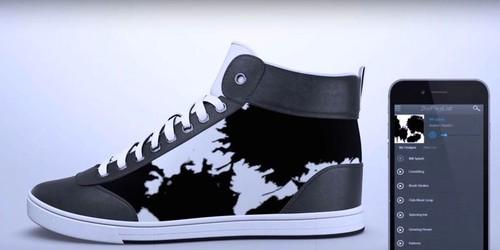shiftwear-e-ink-sneakers-1.jpg