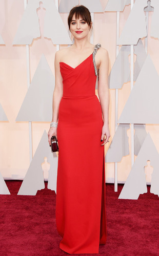rs_634x1024-150222154854-634.Dakota-Johnson-Oscars
