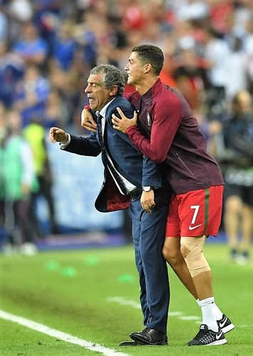 545931212-manager-fernando-santos-and-cristiano-ro
