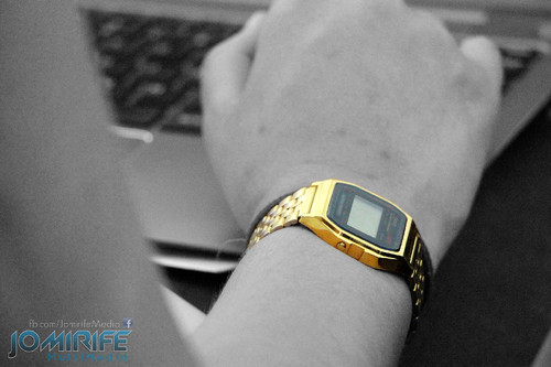 A rapariga com o Casio dourado [en] The girl with the gold Casio