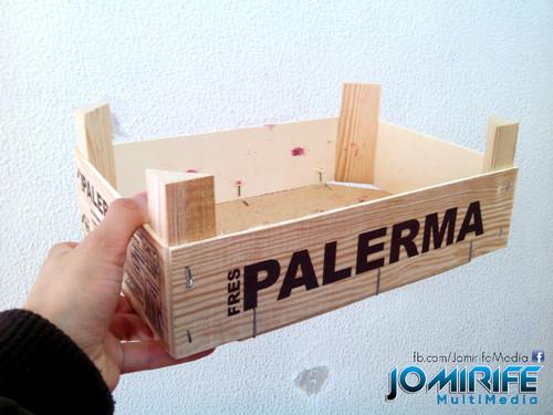 Caixa de madeira para pequenos alimentos