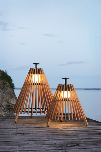 Outdoor-floor-lamps-to-use-in-a-deck-or-patio-Teak