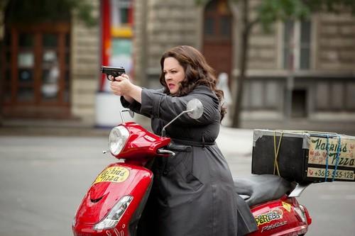 Melissa McCarthy Susan Cooper gun Spy 2015 still.j