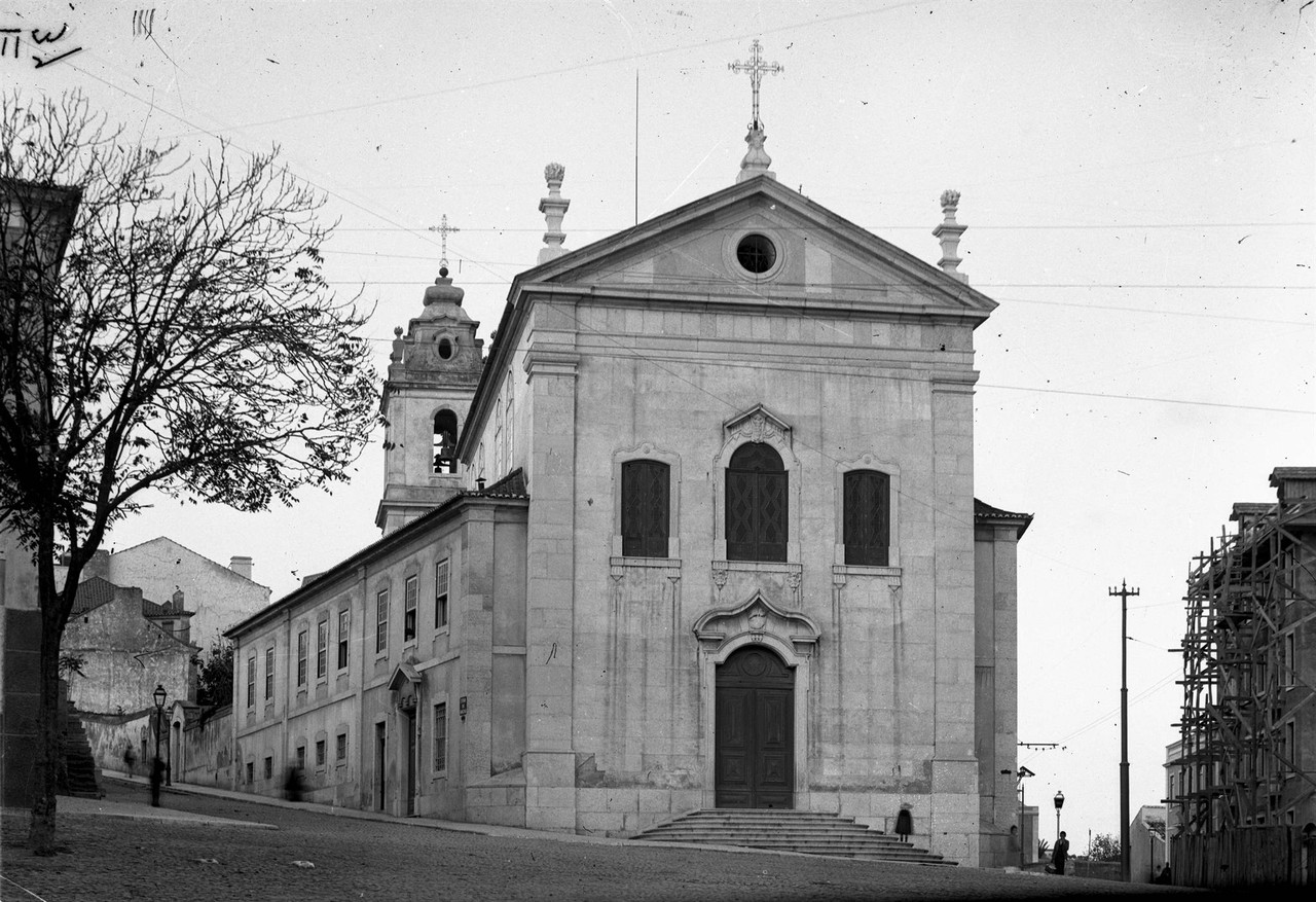 Igreja de Arroios, fachada principal1.jpg