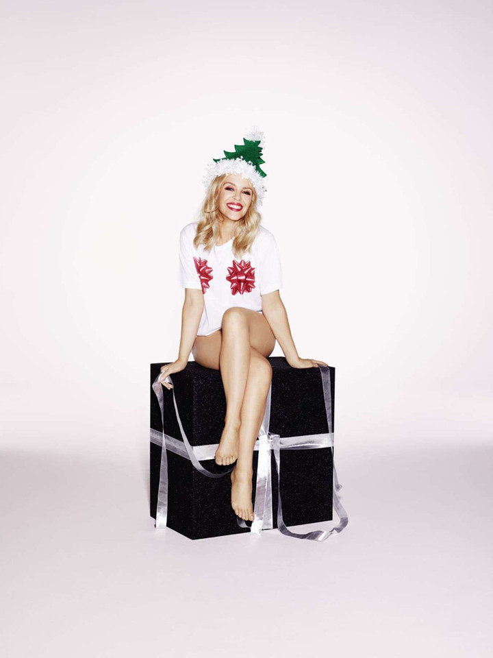 Kylie-Minogue--A-Kylie-Christmas-Shooting-2015--01