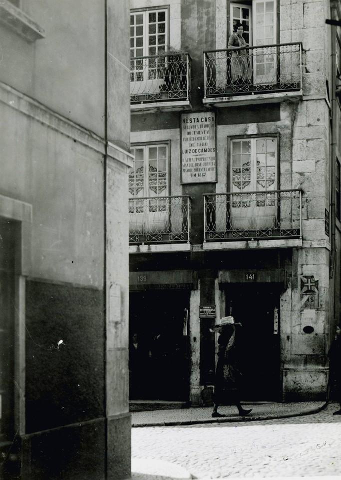 Casa onde viveu e morreu Luís de Camões, Calçad