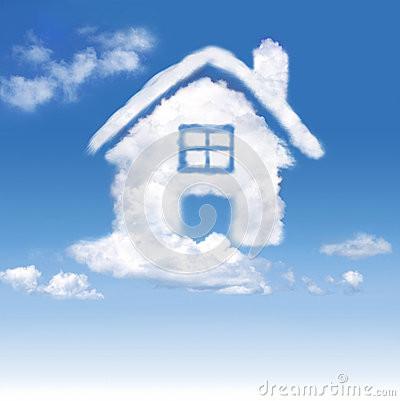 casa-das-nuvens-no-céu-azul-28985228.jpg