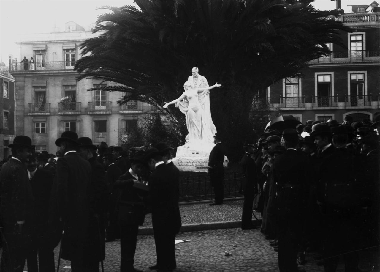 Monumento a Eça de Queirós, obra de Teixeira Lop