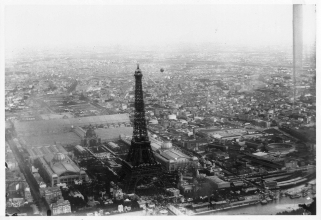 Torre Eiffel_Vue_aérienne_l'exposition_univer