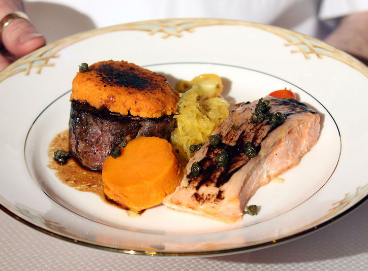 golden-globes-2016-menu-salmon-steak-w724.jpg