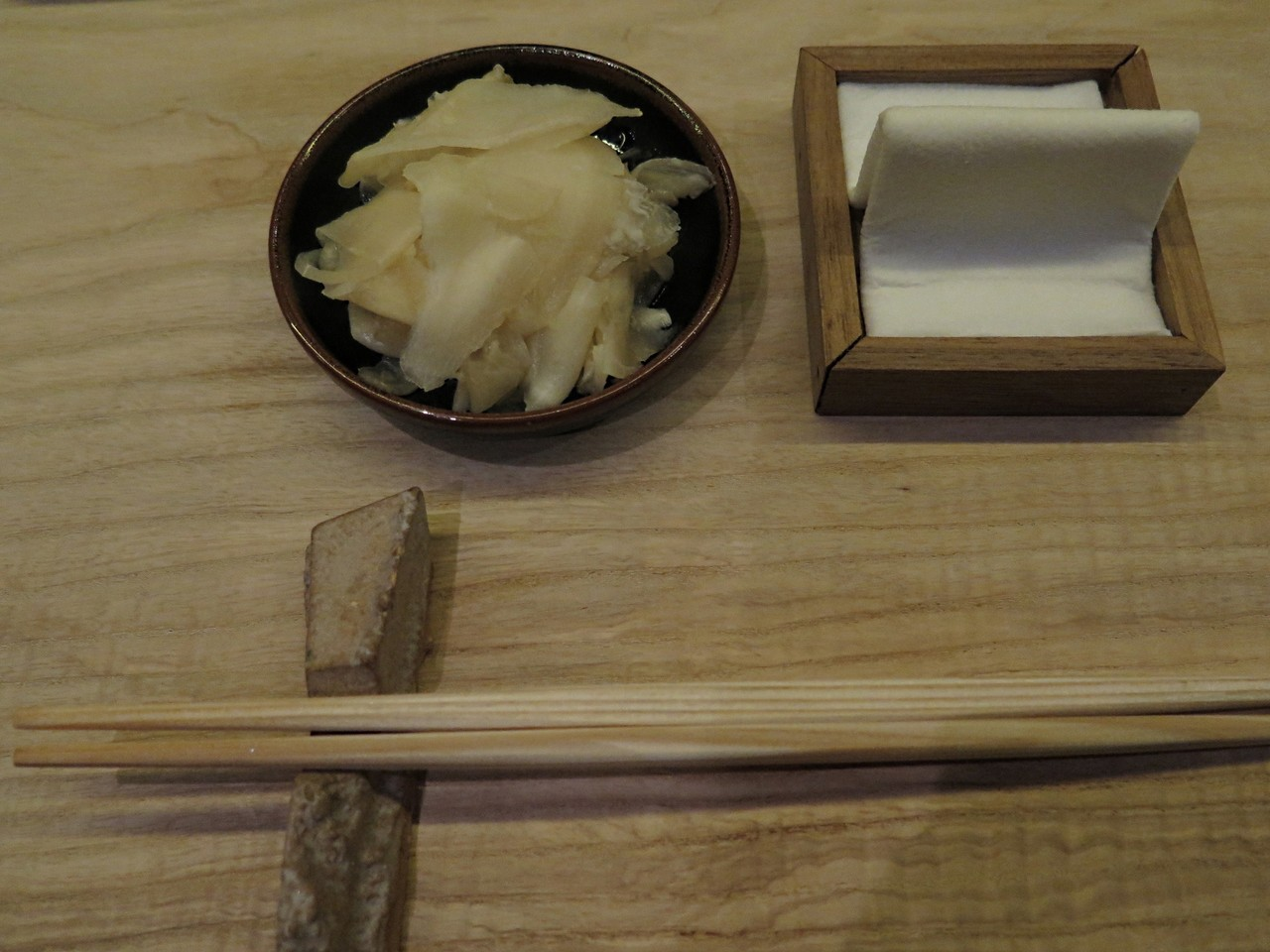 só gengibre, que a soja e o wasabi já vêm no sushi