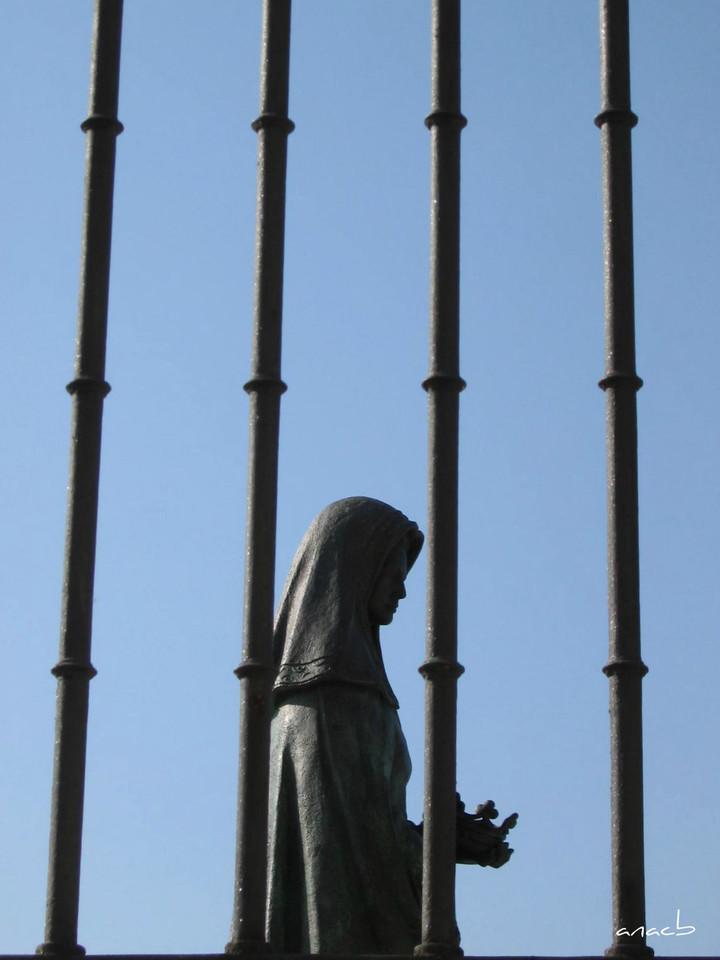 ao acaso #3 estátua de D.Joana I, Rainha de Caste