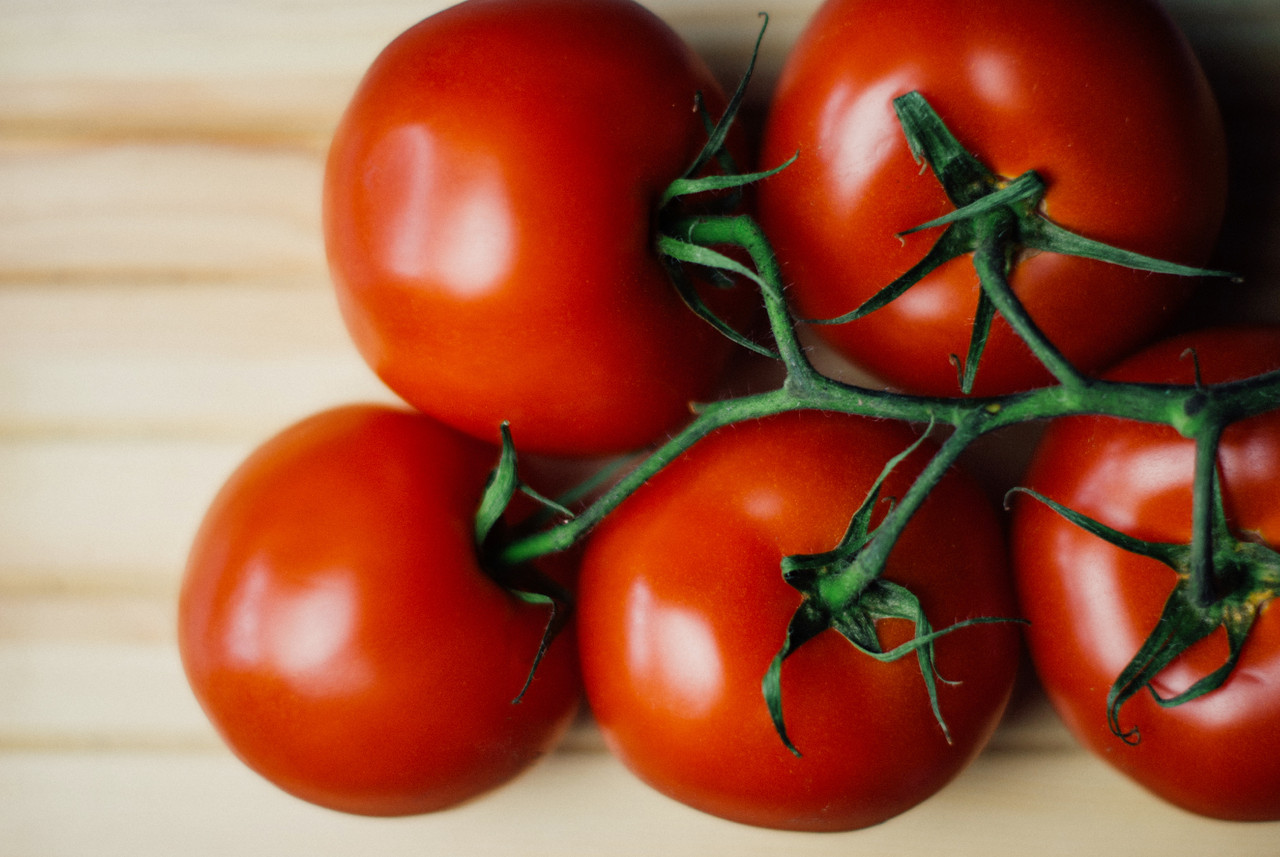 food-wood-tomatoes.jpg