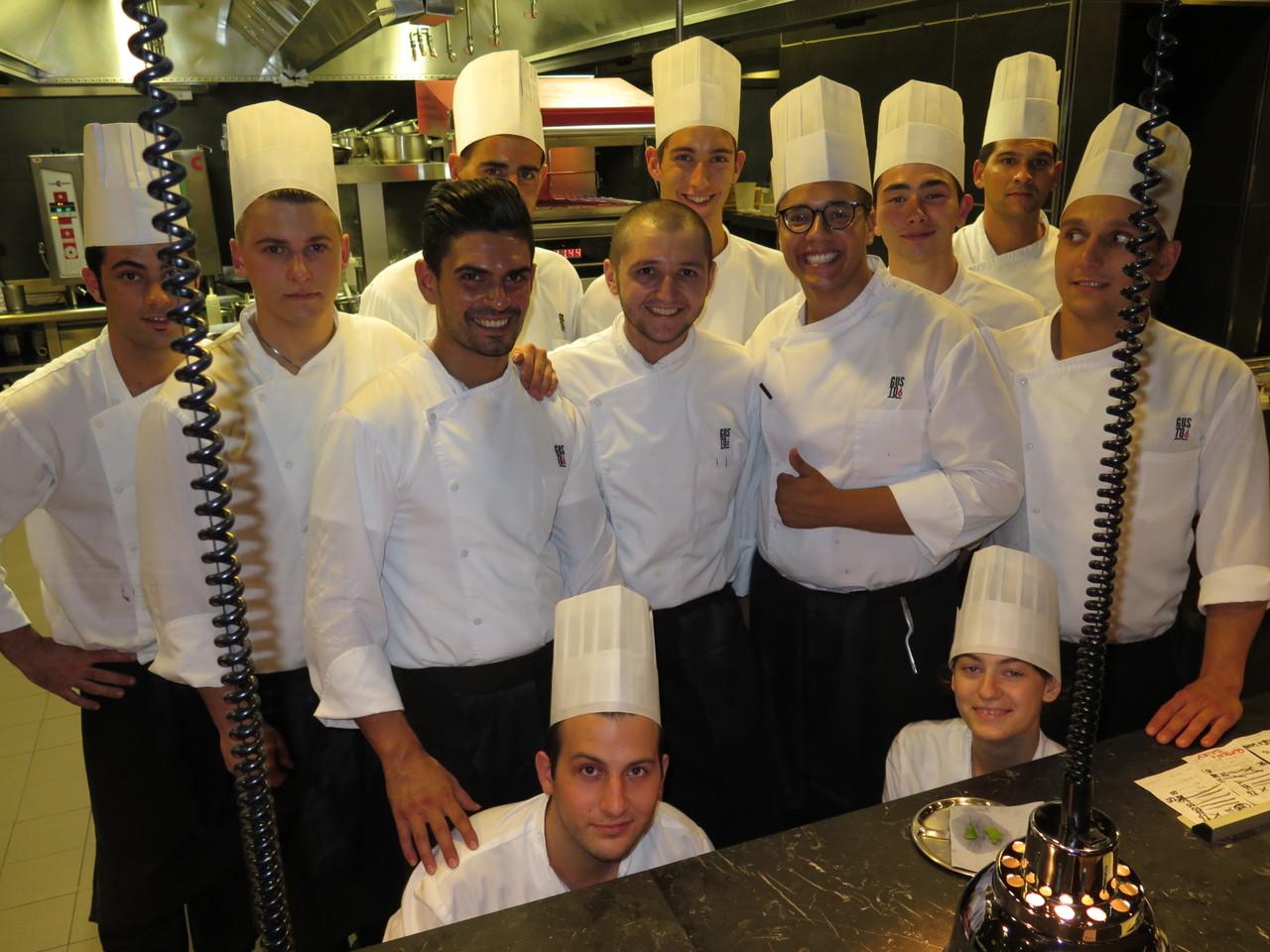 Daniele Pirillo e a equipa de cozinha do GUSTO
