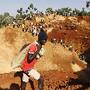 Garimpeiros mina ouro em Kogelo, Quénia