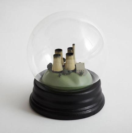 Dorothy-Noglobes-Black-Snow-Globes-01.jpg