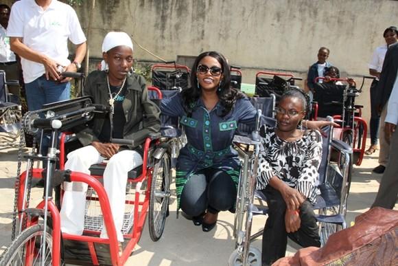 Fornecimento de cadeiras de rodas