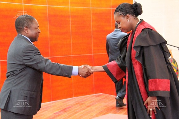 Pr Filipe Nyusi sauda Amabelia Chuquela momento...