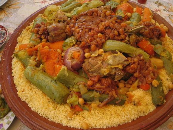 800px-MoroccanCouscous