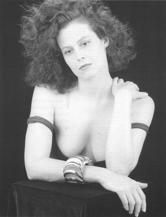 img-new-again-sigourney-weaver6_102603407489.jpg