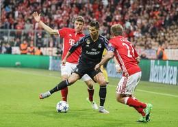 Cristiano Ronaldo cercado