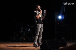Enrique Alhinho abriu com Stand-up Comedy