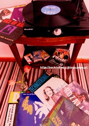 love the 90s vinil and cassete