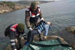 Corpo criança recolhido em Bademli, Turquia