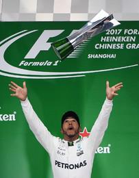 Hamilton entra com o pé direito na F1