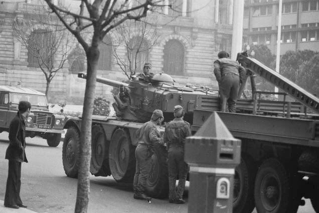 Vários tanques percorreram a Avenida dos Aliado